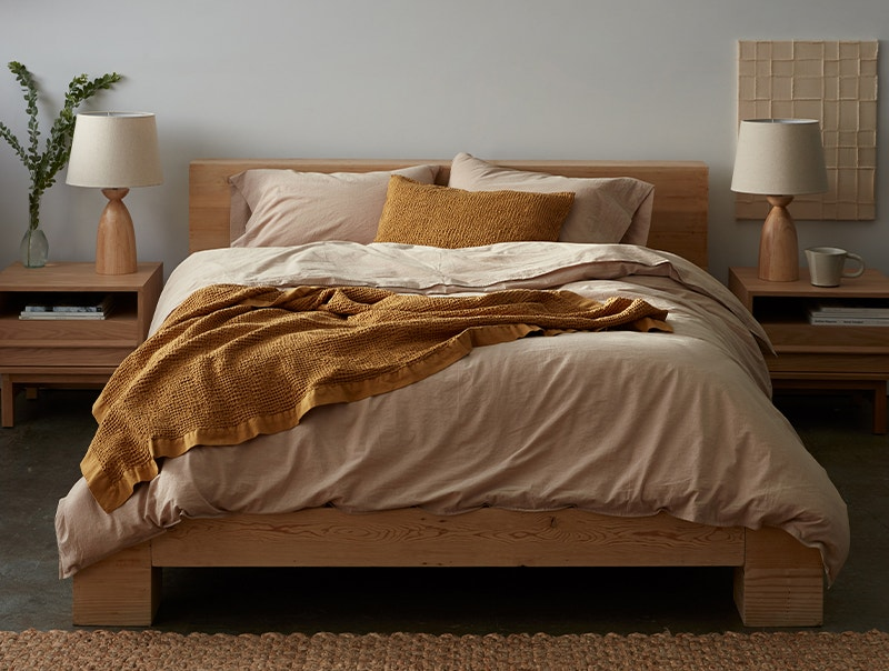 Cozy blanket with matching knit shams