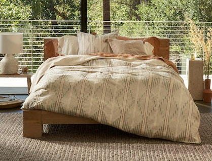 Morelia organic bedding in sunset on a bed