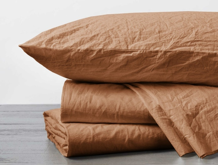 organic crinkled percale stacked sheet in ginger